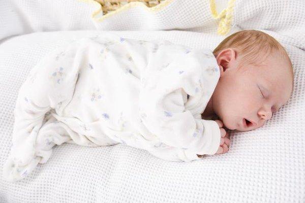 რჩევები ახალგაზრდა დედას - რომელია უკეთესი სახვევები თუ ტანსაცმელი?