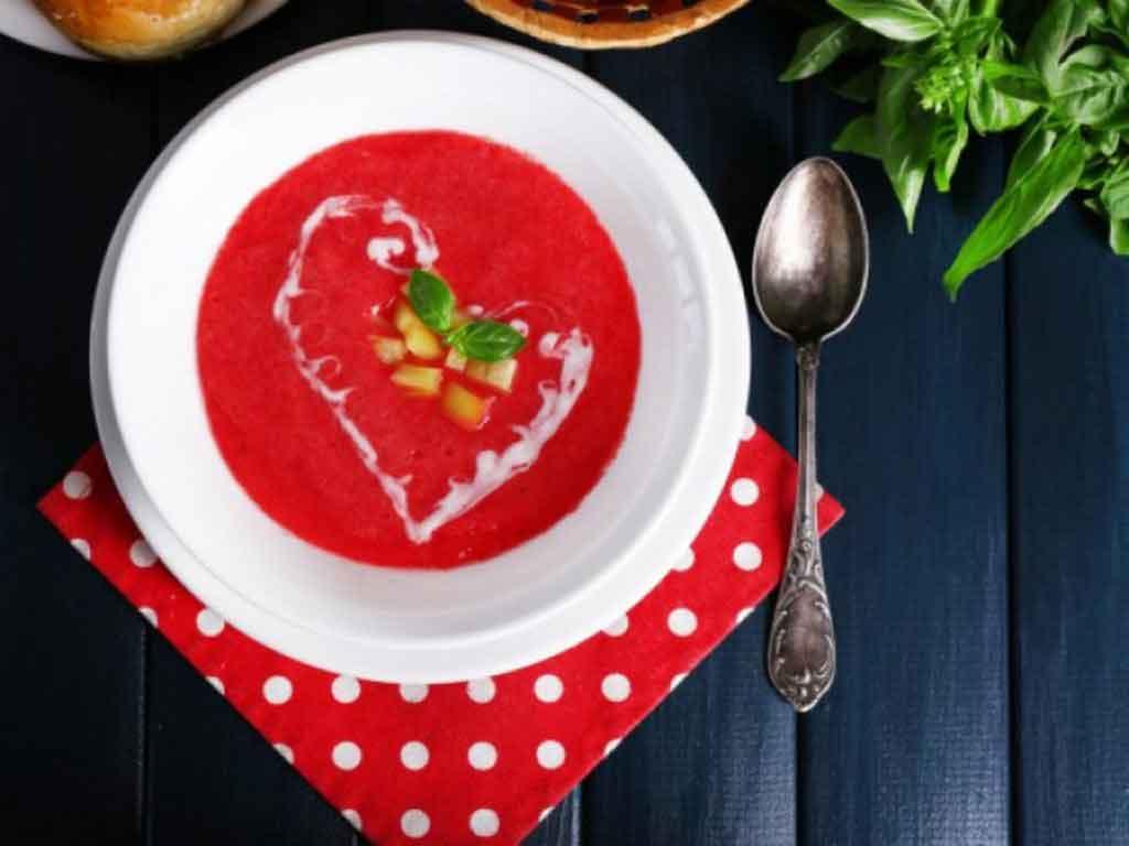ჭარხლის წვნიანი - გემრიელი, სასარგებლო და იაფი კერძი